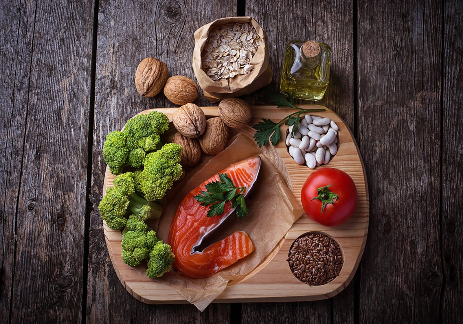 Superfood Lachs Omega 3 Leinsamen gesunde Fette Brokkoli Nüsse Haferflocken Öl