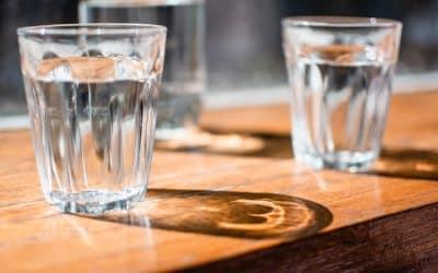 8 Tipps, um ausreichend zu trinken